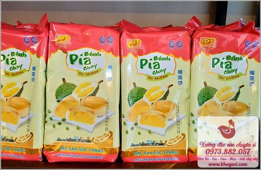 Bánh Pía sầu riêng - đặc sản Sài Gòn như một món quà nhỏ.