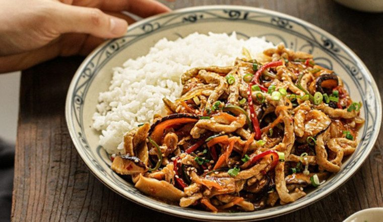Thịt xào rau củ kiểu này không cần nấu mà bắt cơm.