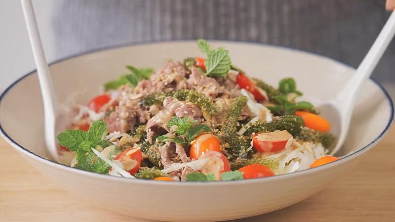 Trộn salad bắp cải với nho
