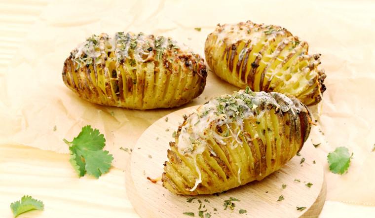 Sử dụng nồi chiên không dầu để làm món khoai tây nướng bơ tỏi thơm ngon