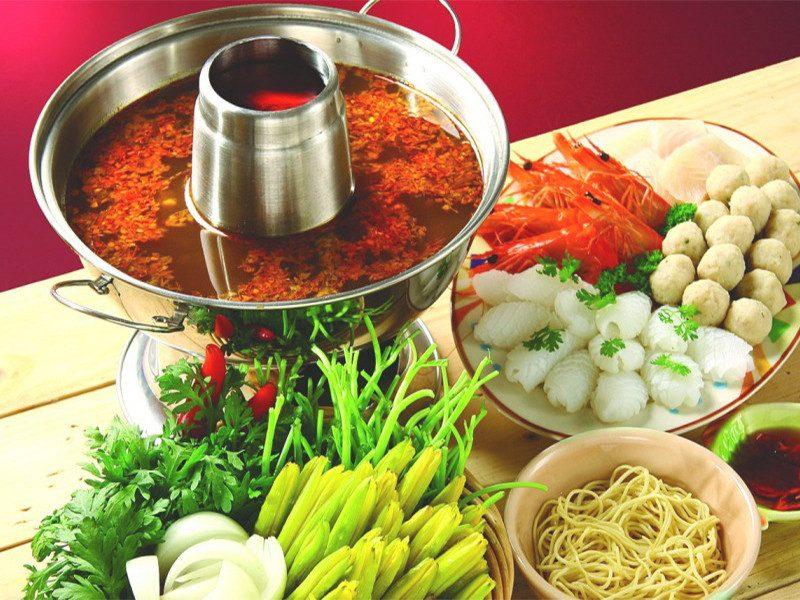 nấu lẩu Thái với gói gia vị Aji Quick