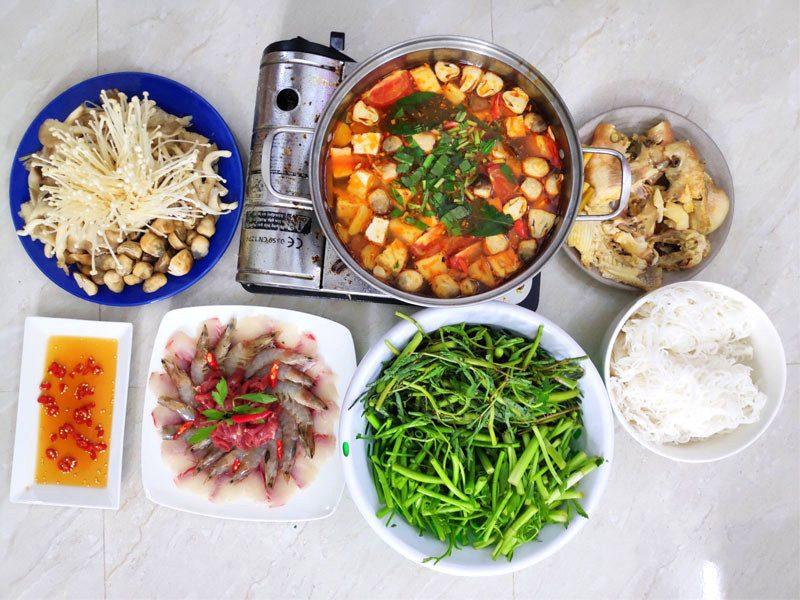 Cách nấu lẩu Thái cho 4 người ăn no bụng chưa đến 200.000