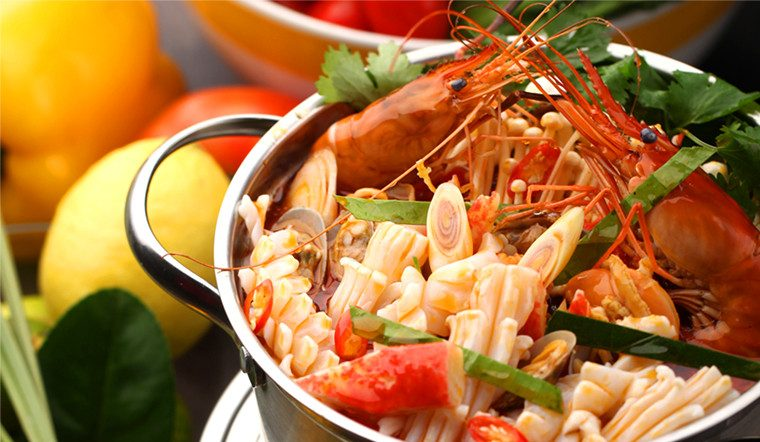 Thèm ăn lẩu không cần ra tiệm với 5 công thức nấu lẩu Thái đơn giản