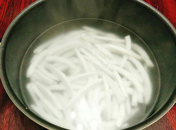 Cách làm mứt dừa dẻo đặc, thơm ngon cực đơn giản tại nhà - 3
