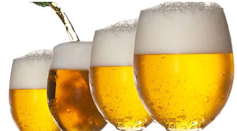 Tại sao có bọt trong bia?