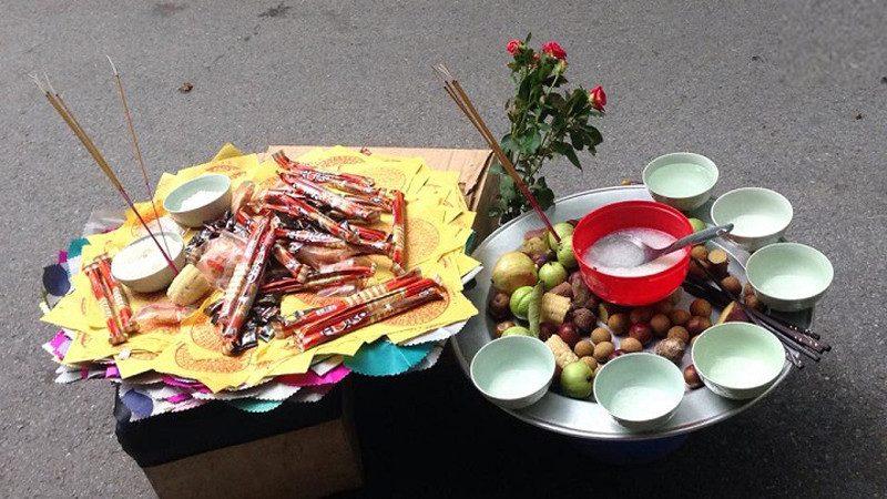 Phong tục thờ cúng cô hồn ở Việt Nam là gì?